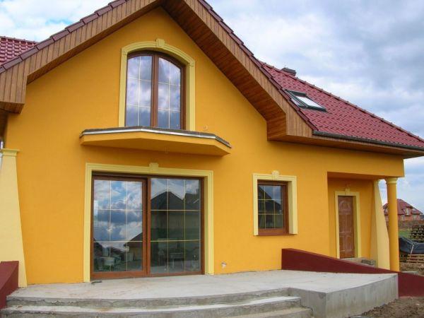 Dom 5 - Oryginalna elewacja z ciekawymi kolumnami