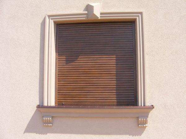 Antyczne obramowanie okien