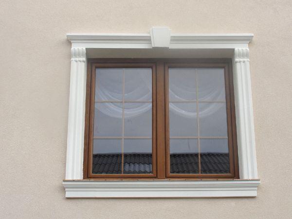 Ramy okienne ze wspornikami i zwornikami
